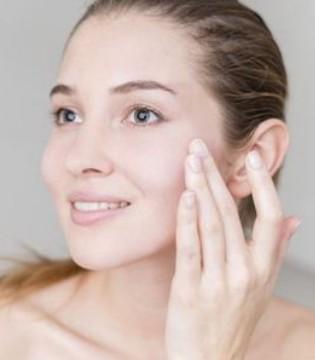女性皮肤干易长斑 日常6招能润肤淡斑