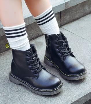 时尚百搭短靴 给孩子们一个既奇趣又酷炫的童年