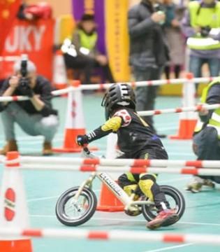 联名合作花果侠儿童运动学院 少儿平衡车比赛结束
