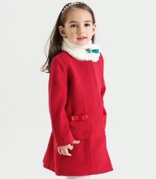 简约的款式外套 让孩子轻松搭配经典的时尚装扮