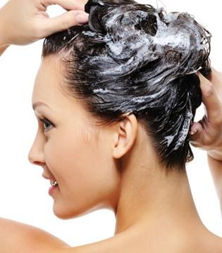 冬季洗头掉头发 警惕九个错误洗发方式