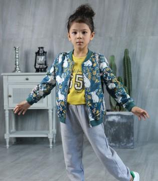 帅气时尚穿搭 优先选择Fun World凡兜品牌棒球外套