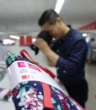虾壳螃蟹壳也能纺线做衣裳 山东纺织靠创新打出品牌