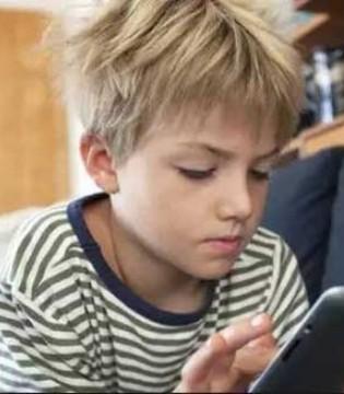 孩子玩手机有何危害 如何让玩手机转害为利