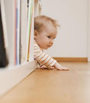 孩子爱摔倒家长要留意 可能孩子已患上弱视