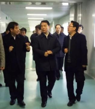 陕西委常委 省委政法委书记杜航伟莅临和氏乳业视察指导