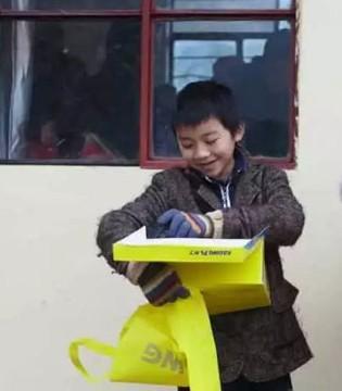 这个冬天不太冷 卡丁云南分公司为孩子们送去冬日的温暖