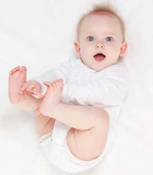 杜绝宝宝尿布疹 学会挑选纸尿裤要诀