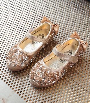 时髦高等水钻公主鞋 让宝物完成纷歧样的公主梦
