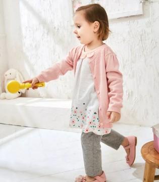 婴姿坊 担心宝宝受凉 春暖还要加件小线衣