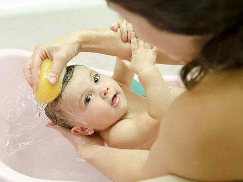 如何给婴幼儿皮肤更好的清洁及呵护
