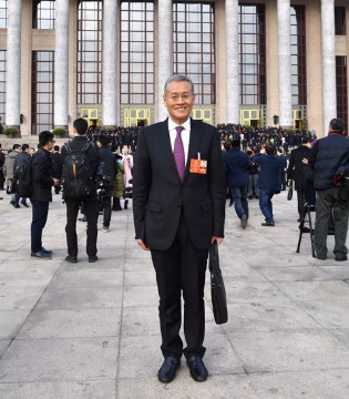 君乐宝总裁魏立华出席十三届全国人大一次会议
