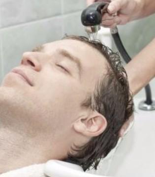 经常换洗发水竟会导致脱发 治疗脱发的方法