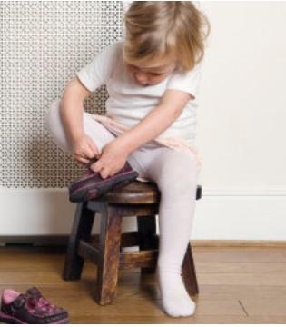 宝宝多大可以穿鞋 必知宝宝穿鞋注意事项