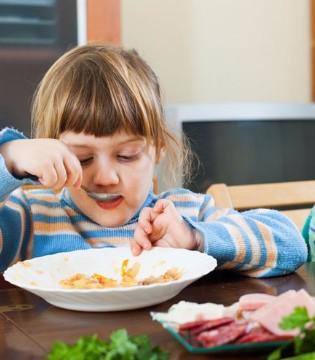 过年后孩子只吃零食不吃饭 4招搞定宝宝吃饭问题