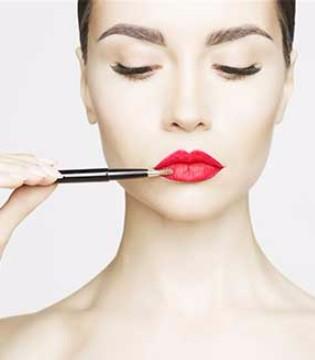 爱美的人注意了 眼妆可能会致结膜炎