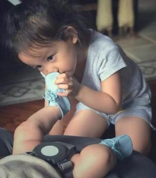 黄磊女儿多多又上热搜 二胎和平共处的秘密都在这张照片里