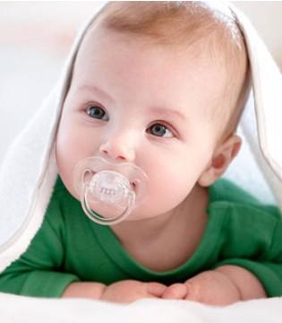 怎样判断宝宝吃饱了 妈妈可以这样做