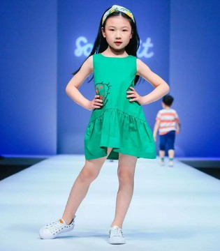 水孩儿亮相中国国际时装周 本真时代开启快乐童年