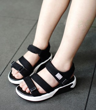 清凉舒适凉鞋 动感活力让你玩转每一夏