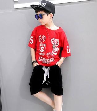 炎热的夏季选哪种服饰好 舒适亮丽的运动装不错