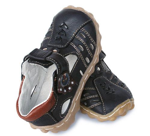 孩子的鞋千万不要乱买 真会害了他!妈妈必看