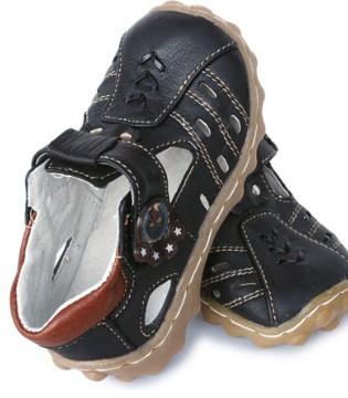 孩子的鞋千万不要乱买 真会害了他 妈妈必看