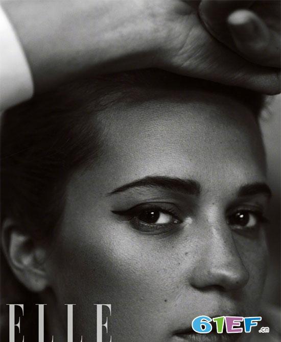 坎妹登《ELLE》封面 黑白写真展酷帅 又不失妩媚十分撩