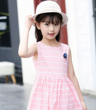 日常时尚靓丽穿搭 满足宝贝的公主梦