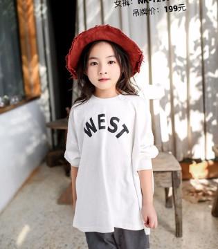 正犯愁!孩子穿上了这样的衣服总被当做明星怎么办?