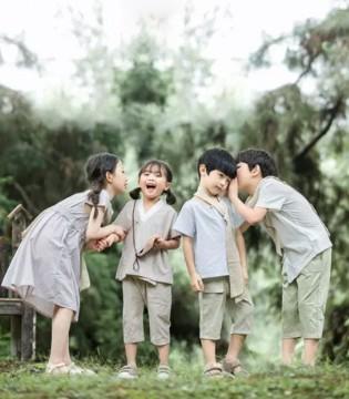 清明假期带小孩出游穿德牌衣服 简单又大方