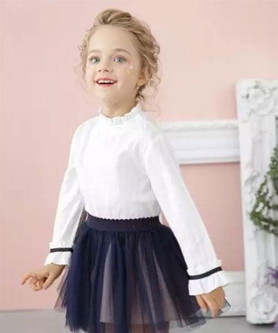 是时候备好鲜艳的新衣 牵着宝贝的小手 一起去寻找春天