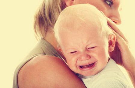 宝宝肠绞痛会出现什么症状 肠绞痛该怎么缓解