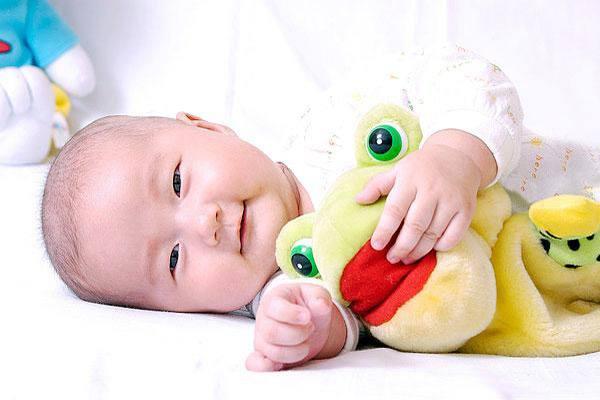 哪些因素会影响新生儿体重 如何测量新生儿体重