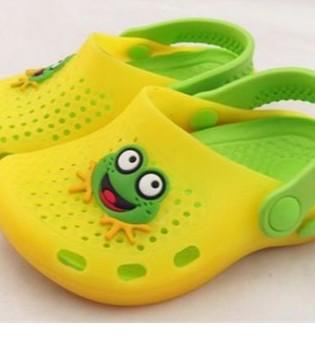 宝妈宝爸们 宝宝穿洞洞鞋的危害 你知道吗