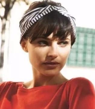 丝巾不只戴在脖子上 最简单时髦的6种搭法