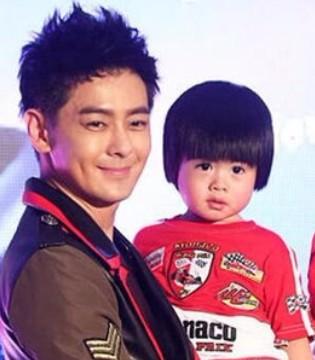林志颖新专辑签唱会 妻子携双胞胎儿子助阵