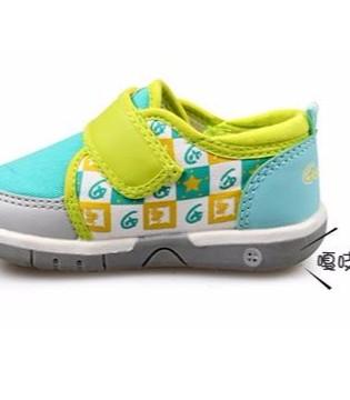 孩子刚学会走路  妈妈们 不要把叫叫鞋 闪光鞋给孩子穿