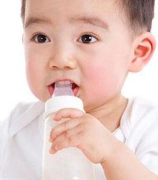 宝妈必看 喝奶粉的宝宝一天要喝多少水