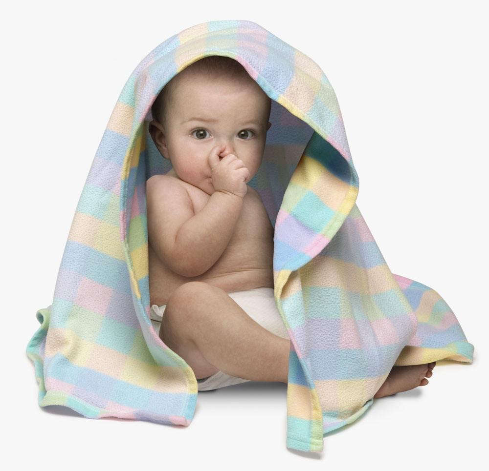 清点宝宝抠鼻子的缘由和危害 怎样处置宝宝抠鼻子