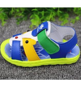 给孩子穿有响声的鞋会损伤大脑和脊柱