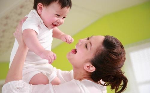 家长注意了 宝宝有这些反应 或是胃酸倒流