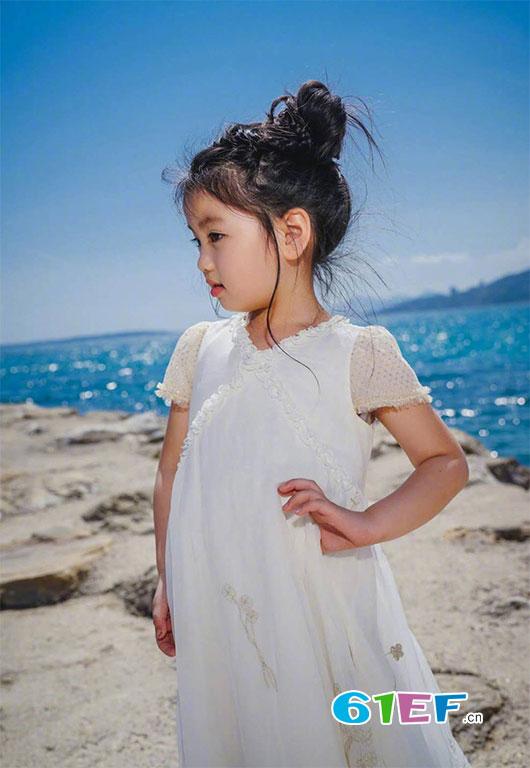 阿拉蕾出席戛纳电影节 成为戛纳红毯年龄最小的嘉宾