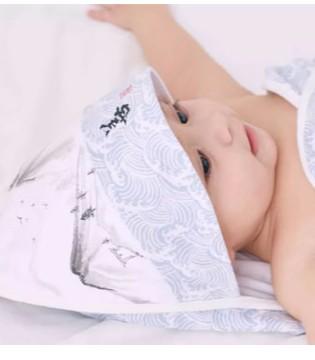 丑丑给宝宝母爱般的呵护 关爱孩子的每一寸肌肤
