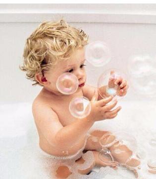 家长们 炎热夏季 如何让宝宝快乐洗澡