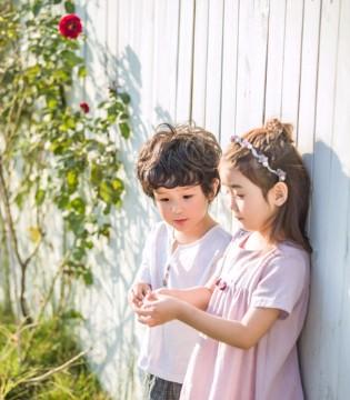 孩子恬静的时分是什么样的?安米莉品牌小名流!