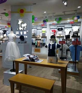 恭喜班吉鹿童装品牌入驻吉安国光百货签约开业!