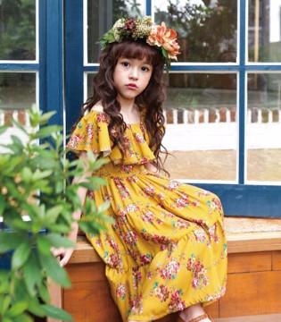 的纯:六月天女孩子裙子怎么搭配好看又凉爽?