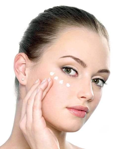女人要怎样保养自己眼部肌肤?根据年龄保养才好