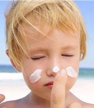 六一快乐  烈日阳光也阻挡不了孩子们撒欢的心